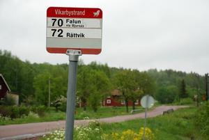 Tuffare gymnasieregler. Gymnasieelever måste ha minst sex kilometer till gymnasiet för att få ett gratis busskort av kommunen. Grundskolans regler tolkas mildare.