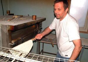 Rainer Löthman har bytt från bensin till bröd.