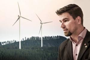 Markus Evensson (S) tycker att tjänstemännen inte handlägger ett vindkraftsärende tillräckligt snabbt.