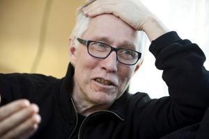 Efter systerns död började Caj-Åke Hägglund föreläsa om i aids i skolorna.
