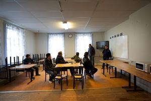 När Gärdshyttan fungerade som flyktingförläggning så bedrevs svenskundervisning i en del av lokalerna.
