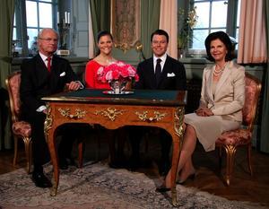 Victoria Bernadotte och Daniel  Westling är ett par av sin tid. Till skillnad från monarkin som knappast kan kallas för ett statsskick av sin tid.