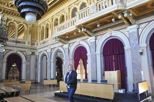 I den pampiga spegelsalen fattar Gävles politiker viktiga beslut.