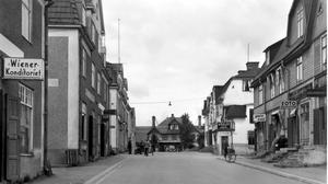 Järnvägsgatan. Paradgata som hade många små affärer, där det numera mestadels är bostäder.Foto: Privat