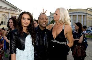 Malena vid entrén till invigningsfesten av Eurovision song contest i Moskva.