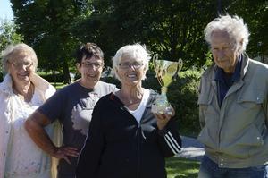 Segrade gjorde laget från Delsbo. Från vänster Astrid Hansson, Linnéa Persson, lagledaren Gunvor Lindkvist och Åke Hansson.