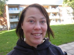 Paula Andersson, 25 år, hemmafru, Gävle:– För att de andra partierna lovar så mycket som de sedan inte håller. Sverigedemokraterna lovar att de ska försöka förändra.