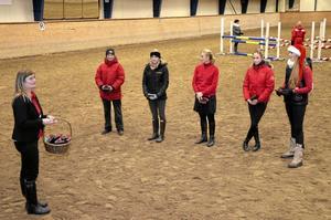 Pris. Maria Storm, Emelie Aldenfalk, Elisabeth Huuva, Sofia Alfredsson och Matilda Weiderman, fem av årets bästa ryttare.