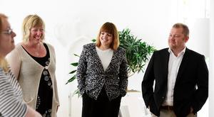 Mittmedias redaktionella chef, AnnaKarin Lith, presenterar nya chefredaktörer i Sundsvall. Patricia Svensson, Dagbladet, och Anders Ingvarsson, Sundsvalls Tidning.