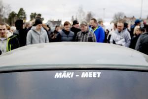 """Mäki-meet har gått från att vara en bilträff för nära vänner till ett fullskaligt motorevenemang. Träffen, som i grunden är till för att hedra Marcus """"Mäki"""" Källström, som gick bort i en tragisk sportbilsolycka, lockar i dag inte bara motorburna Sandvikenbor utan också människor från hela Sverige."""