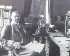 Olof Alström tillträdde som chefredaktör 1914. Han blev kvar på den posten i 36 år.