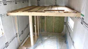 Under loftet kommer toalett och kök att finnas. 15 kvadratmeter golvyta blir det plus loftet.