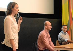 Emma Lannergård, från miljökonsultföretaget Enbio, informerade om det planerade projektet. Till höger om henne Neovas prospekteringschef Stefan Östlund och Enbios vd Kristian Eriksson.BILD: SAMUEL BORG