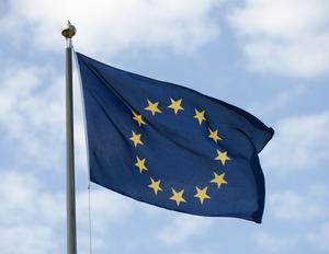 EU-flagga. Inför söndagens EU-val föreslår Socialdemokraterna en gemensam ungdomsgaranti för ungdomar. Foto: Henrik Montgomery/Scanpix