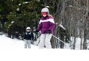 Malin Jangenmalm, 11 år, har haft en aktivitetsfylld vecka. I torsdags var hon i slalombacken och tidigare har hon hunnit med badhuset, ishallen och även längdåkning.
