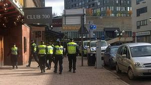 Ett 30-tal poliser fanns på plats i och omkring Club 700.