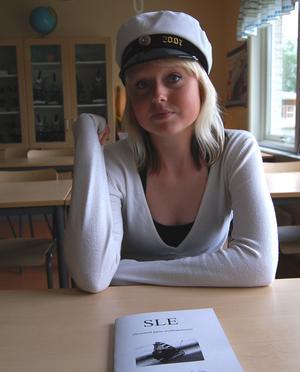 Cattis Engström, studerande samhällsprogrammet på Malung-Sälen gymnasieskola, har gjort sitt projektarbete i form av en informationsbroschyr om sjukdomen SLE. En diagnos hon själv fick av läkaren för ett år sedan.