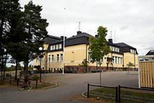 Arkivbild Ny utredning. Hur det kommer att bli med Sandbacka skola är fortfarande oklart. Ännu en utredning är nu på gång från kommunens sida.