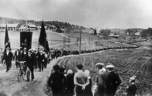 Arbetaren Evert Edberg hoppade ur demonstrationståget för att ta fotografiet som blev nittonhundratalets mest berömda svenska fotografi.