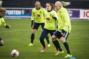 Kosovare Asllani och Caroline Seger har nu fått veta vilka motstånd som väntar i VM-kvalet.