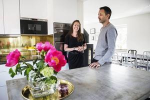 Köket är viktigt för familjen och Dennis har gjutit betongbänkskivorna.