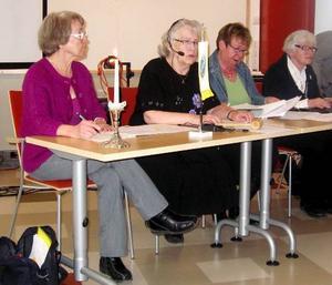 Presidiet vid årsstämman: från vänster vice mötesordföranden Birgit Lindström, Frösön, mötesordföranden Inga-Maj Granqvist, Odensala, vice sekreteraren Kristina Andersson, Frösön och sekreterare Kerstin Grubb, Bergsbygden.