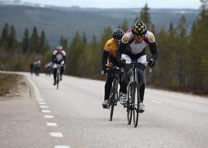Malte Jönsson och Joakim Jonasson spräckte klungan några kilometer före Lillhärdal och sedan höll de två undan ohotade in i mål.