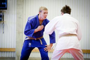 Jonas Björktorp blev svensk mästare i –81 kg-klassen efter seger i en dramatisk final mot Olle Mattsson.