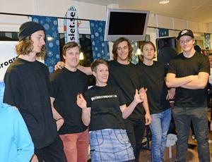 Några elever, tränare och lärare vid det populära freeride-gymnasiet i Malung-Sälen, fr v Mikael Angström, Kristoffer Edwall, Anna Martinsson, Linus Andersson, Calle Eneflo och Edvin Arnstrand.