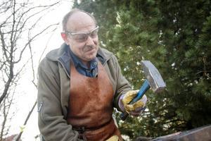 Hobbysmeden Åke Ludvigsson från Sundsvall deltog i påskdagarna på Bror Eric-gården.