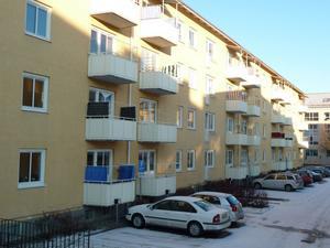 Modernism med bevarade detaljer och nyligen varsamt renoverade balkonger.
