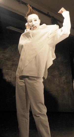 Scen ur Mördarnas barn på Teater Oliver, premiär lördag.
