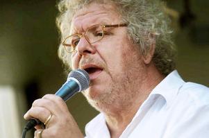 Claes Janson står på Cassels scen med Saxdalens manskör den 23 november.