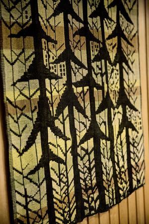 Bonad av Jacks hustru Ingegärd som var textilkonstnär.
