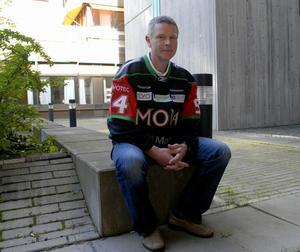 Harald Lückner är inne på sin femte säsong totalt, tredje sedan återkomsten från Modo, som tränare i Mora IK. Trots att laget inte har hittat någon ny Greger Artursson hoppas han att Mora är med i kampen om en plats i kvalserien till våren. Foto:Stefan Ericson