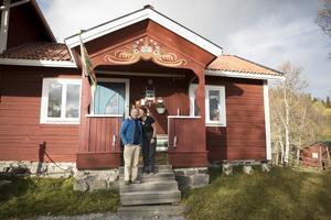 Från början köpte de en stuga på 52 kvadratmeter. Nu har de byggt ut den till ett hus på 190 kvadratmeter.