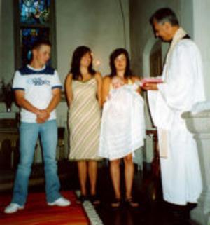 Fanny Backlund och Hans Wiklunds son Edvin Wiklund har den 23 juli döpts i Holms kyrka. Dopförrättare var Lars Jonsson Huss. Fadder till lille Edvin är hans faster Jennie Wiklund. Familjen är bosatt i Holm.Foto: privat