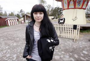 – Jag har inspirerats av samekulturen och allmogens högtidsdräkter, berättar Katarina Widegren, som skapat Jämtlands nya folkdräkt