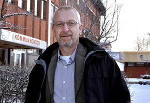 Oppositionsledare Kjell Grip (KD) fick gehör för önskemålet om en skrivelse om att be om en paus i flyktingmottagandet.