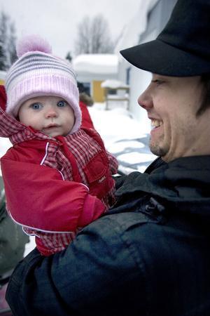 Johan Wiklund tog med sig Bella till mötet vid skolan.