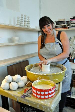 Keramikintresset föddes när Pernilla drejade i skolan.