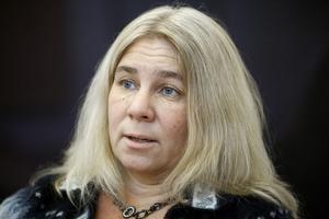 Karin Näsmark, ordförande i LO-distriktet Mellersta Norrland, oroas av medlemsflykten från facket. Motvapnet är att prata mer ideologi på arbetsplatserna och förklara varför drägliga förhållanden inte är självklara.