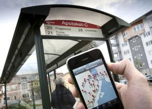 Med hjälp av sina mobiltelefoner kan samtliga Gävleborgsbor nu köpa SMS-biljetter till bussresorna.