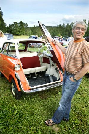 2. En ovanlig ögonsten från 1958, en BWM 600.–Det finns inte många kvar av denna i Sverige, säger ägaren Sten Wikman, som också har uppföljaren, BMW 700, i sin ägo.