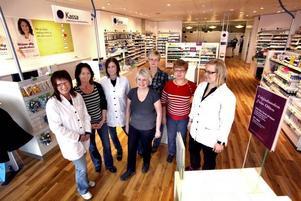 Apotekets nya anställda. Från vänster till höger: Eha Nurmi, Karin Andersson, Åsa Persson, Anette Strandberg, Ingela Kristoffersson, Christina Reismer, Catarina Andreasson.