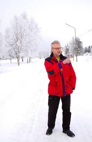 Gunnar Larshow, som är från byn Hillsand, vill byta namn på väg 801 till Björnvägen.