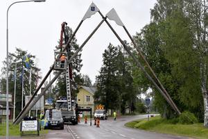av polismyndigheten. Borlänge hade varit okej, men inte Idre. Därför flyttade de istället till Umeå, då Dalarna inte behöver fler unga poliser. En polis mindre blev det sedan när