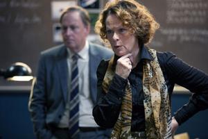 Jenny Hultin spelas av Irene Lindh och Viggo Norlander av Claes Ljungmark i kriminaldramat Misterioso med premiär på tisdag.