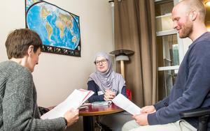 Denisa Lekaj, mitten, gick på intervju på kommunens bygg- och miljöavdelning där Ann-Katrin Forsström och Erik Jonsson och Johanna Pettersson tog emot.