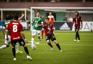Dennis Widgren och ÖFK tar sig an Västerås i kväll.